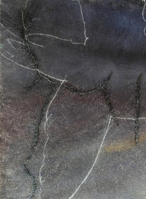 stav před restaurováním - detail protržené malby se ztmavlou retuší