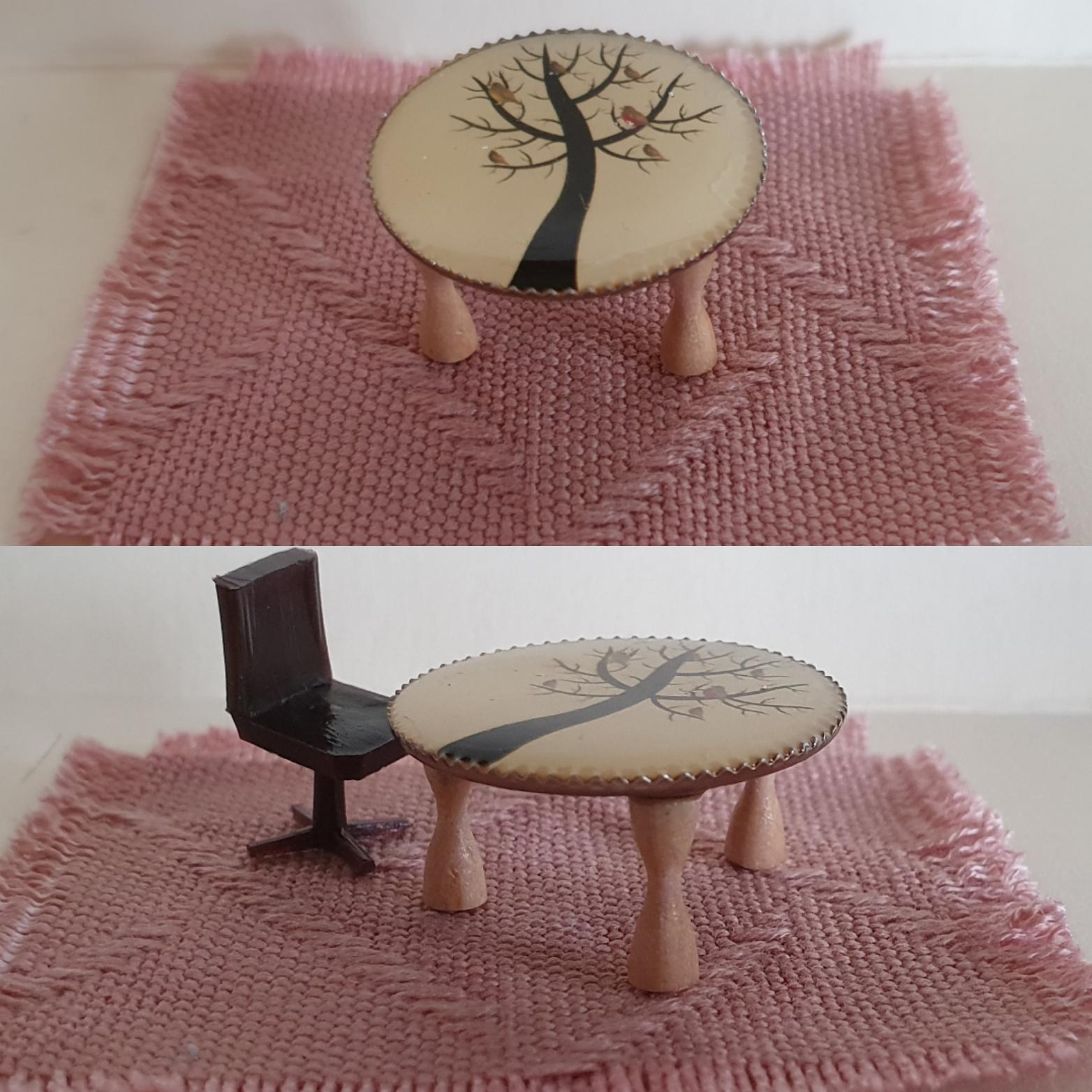 1/48 Ornate Table $8
