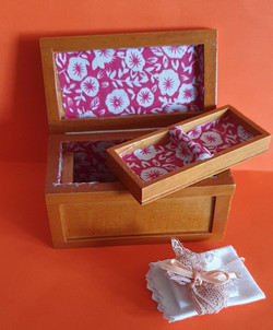 Glory Box w tray & linen $15
