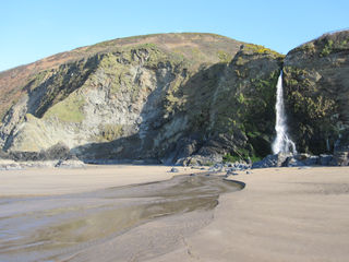 Tresaith Waterfall at low tide