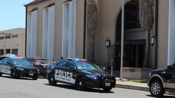 Hicieron presencia los policias en la casa de corte