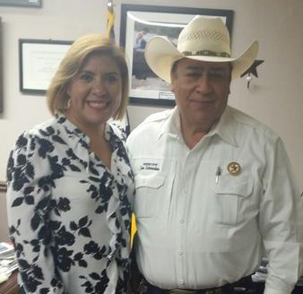 Lariza Montiel visita al sheriff del condado