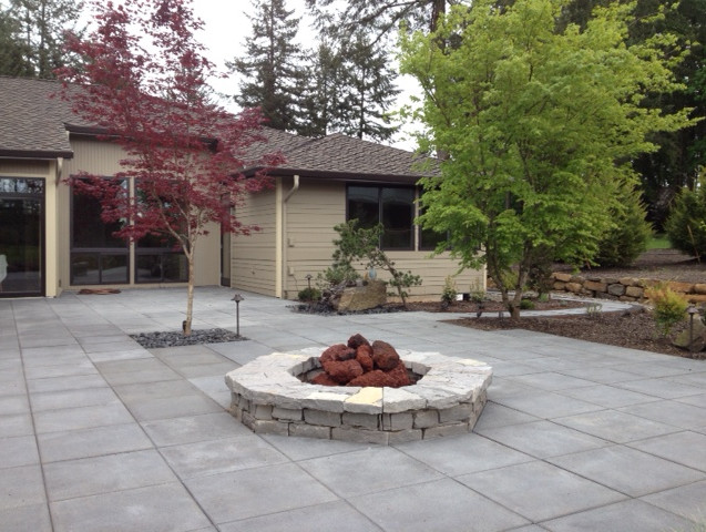 Fire Pit, With Patio.JPG