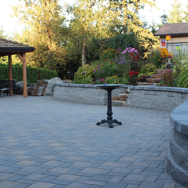 Patio, Pavers With Sitting Wall.JPG