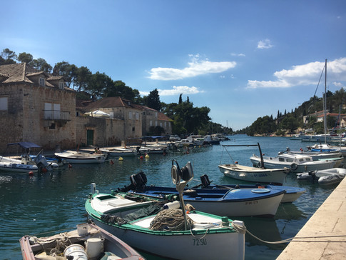 Maslinica Solta Kroatien Hafen