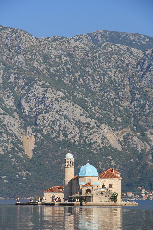 Kirche in der Bucht von Kotor in Montenegro