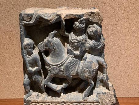 ガンダーラ 片岩浮彫 馬に乗るシュドダナ王