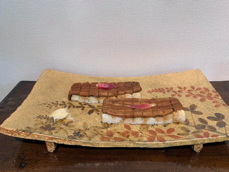 加山又造先生のまな板皿と竹葉亭の鰻
