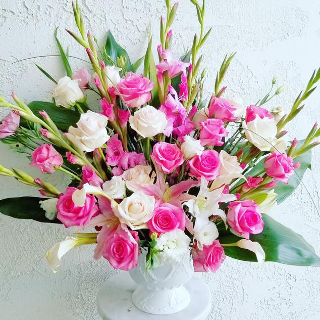 Pink rose and gladiolus