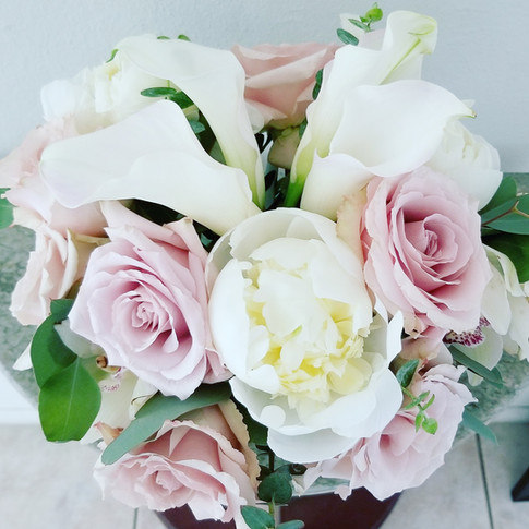 White and dusty pink flowers