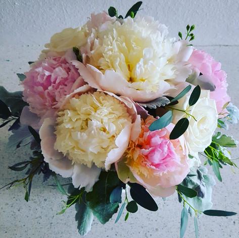 White and blush pink peopnies