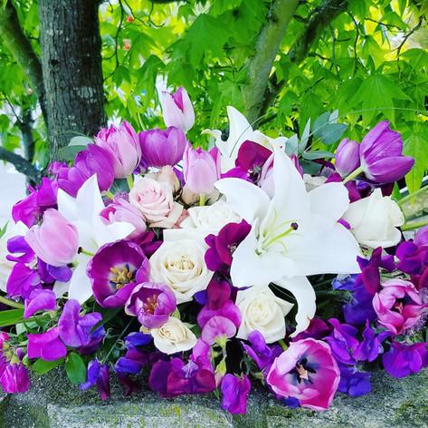 Purple and blush pink flowers arrangemen
