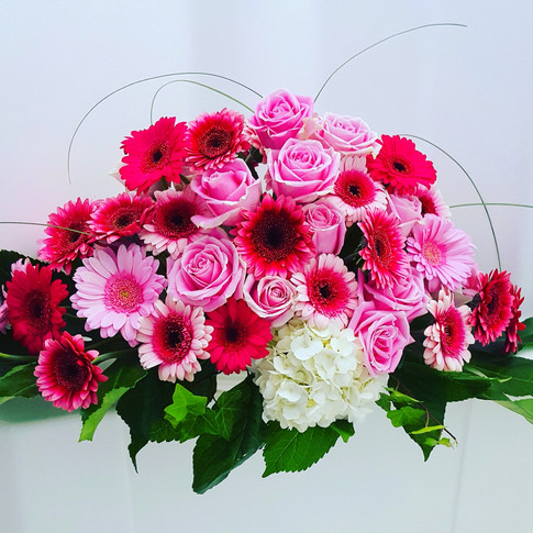 Pink and red garbera daisies and roses