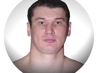 ARSLANBEK MAKHMUDOV signe chez Interbox.