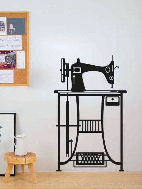 Máquina de coser sobre mesa