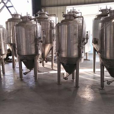 Kilmarnock Brewhaus brewing.png