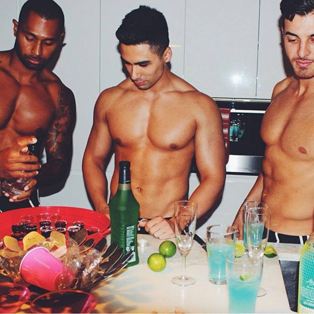 The original 3 ✌☝ #flashbackfriday  #cabanaboys #toplesswaiters #sydney #physique #fitspo #gains #sy