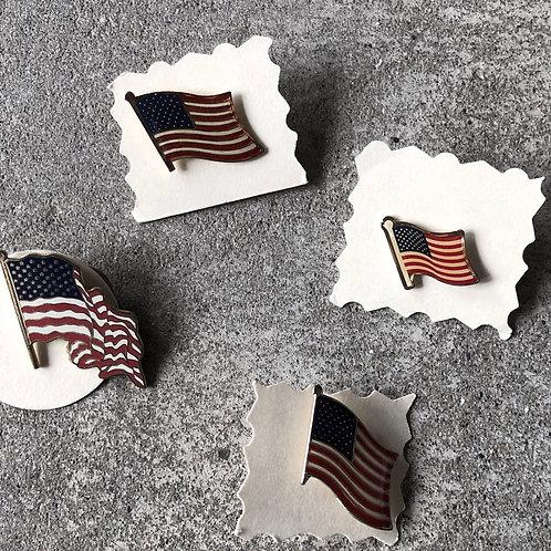 VINTAGE US FLAG PINS
