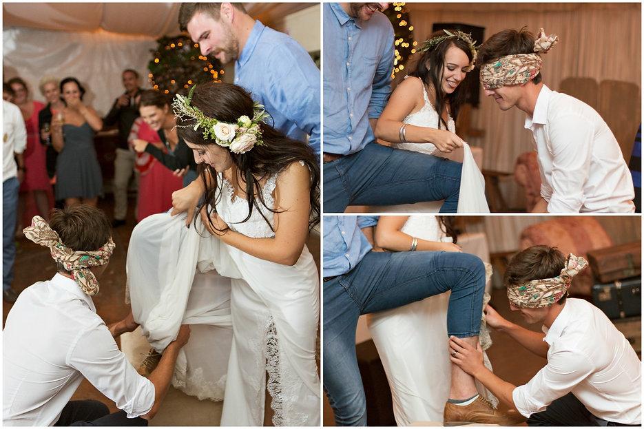 funny garter wedding photos