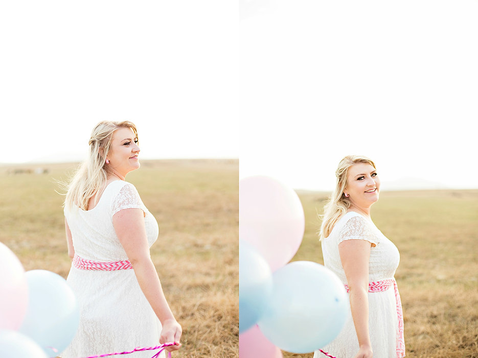 Eensgezind farm engagement photo shoot, e-shoot, blue and pink, candy themed, quirky engagement phots, giant balloons, blue giant balloons, polkadot balloons, vintage engagement shoot.