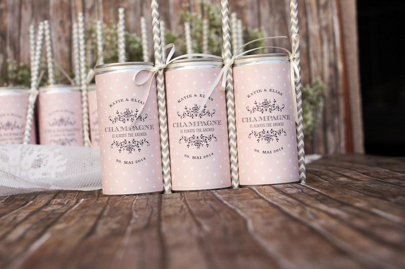 Getränkedosen für eure Hochzeit (in rosa mit Punkten)