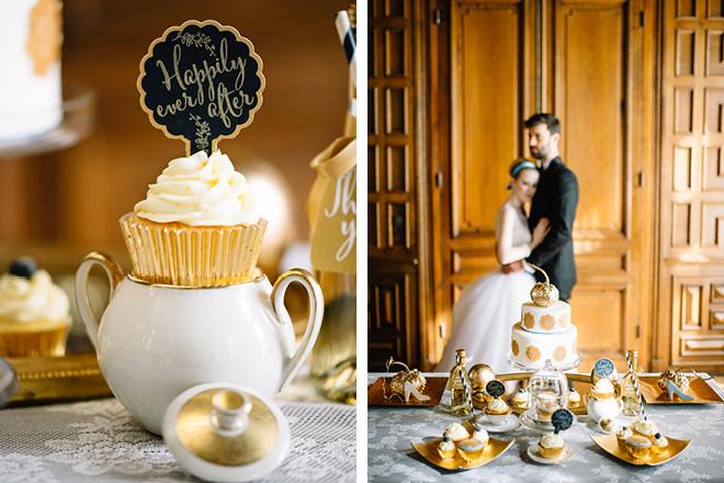 Cupcake-Topper in dunkelblau mit goldener Schrift – perfekt für die Cinderella Hochzeit