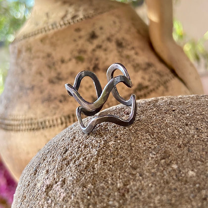CHARCOAL WAVES RING