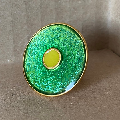 SWIRLING GREEN ROUNG RING