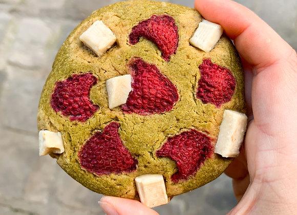 Cookie matcha, framboise & chocolat blanc