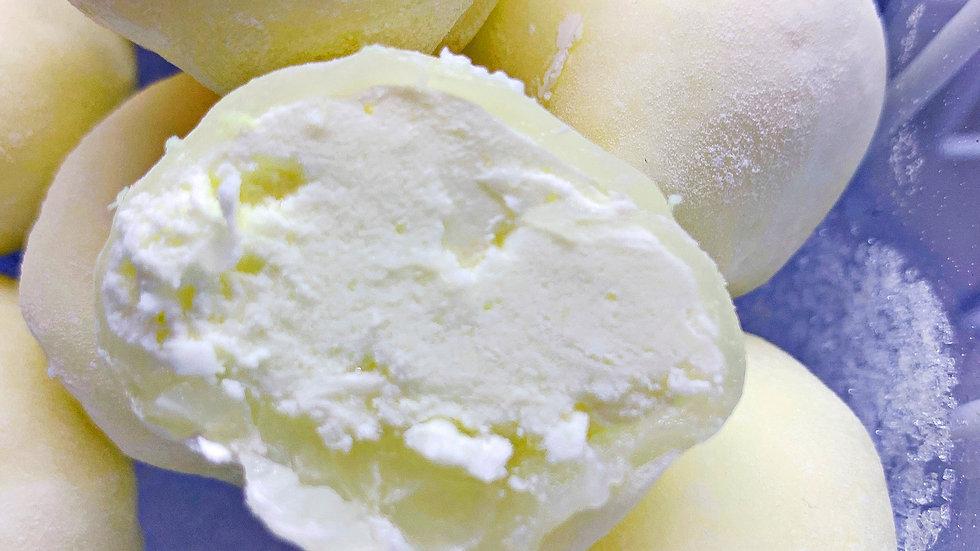 Kokosrieksta saldējums/Coconut ice cream mochi