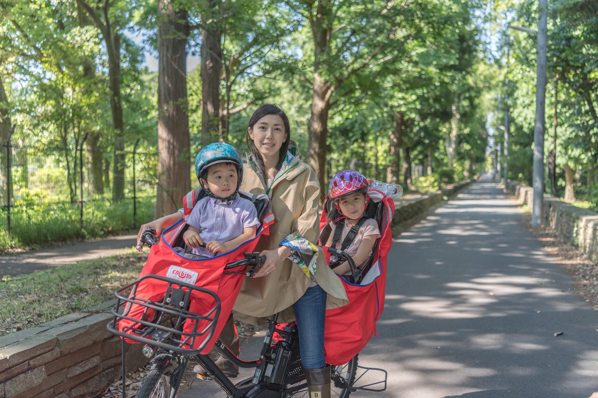 子供乗せ自転車のレインカバーとママの通園レインポンチョ