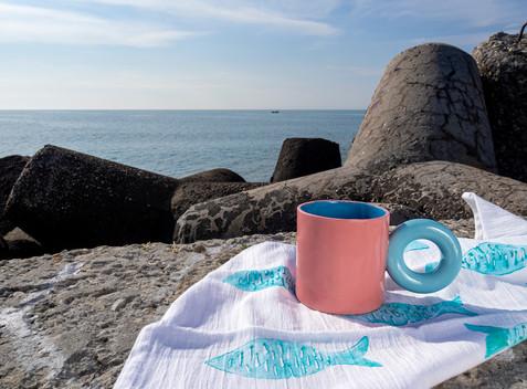 KOTO mug and TZATZA towel in turquoise