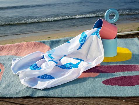 TZATZA towel in cobalt blue