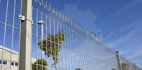 Gitterstabmattenzaun Systeme und passende Toranlagen nah Maß
