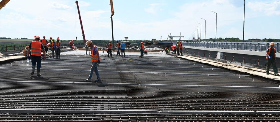 """На флагмані """"Великого будівництва"""" мостобудівники бетонують п'яту захватку"""