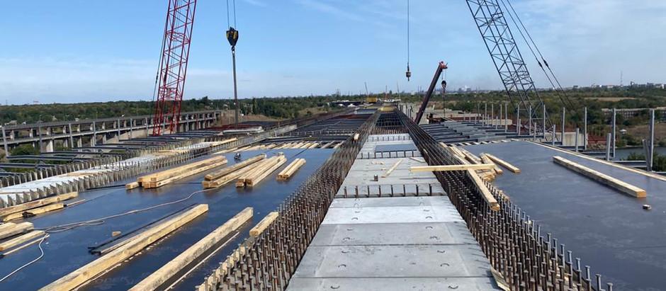 На Запорізькому мосту почали бетонування споруд, які з'єднають Бабурку та Хортицю
