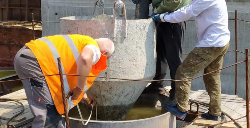 Мостобудівники розпочали бетонування паль під опори низової частини вантового мосту
