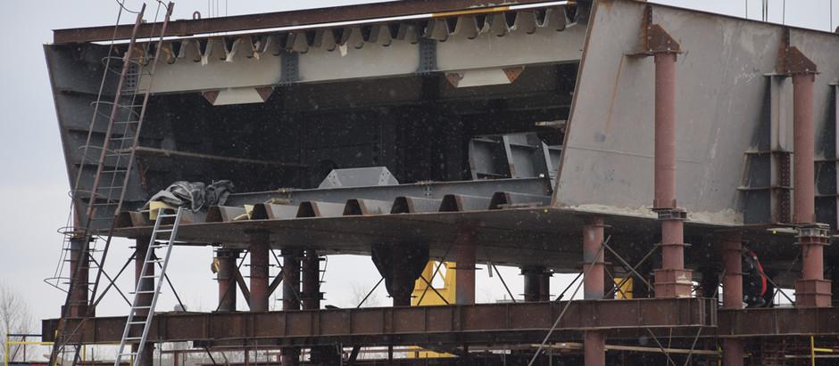На будмайданчику в районі Кривої бухти збирають вже третю секцію вантового мосту