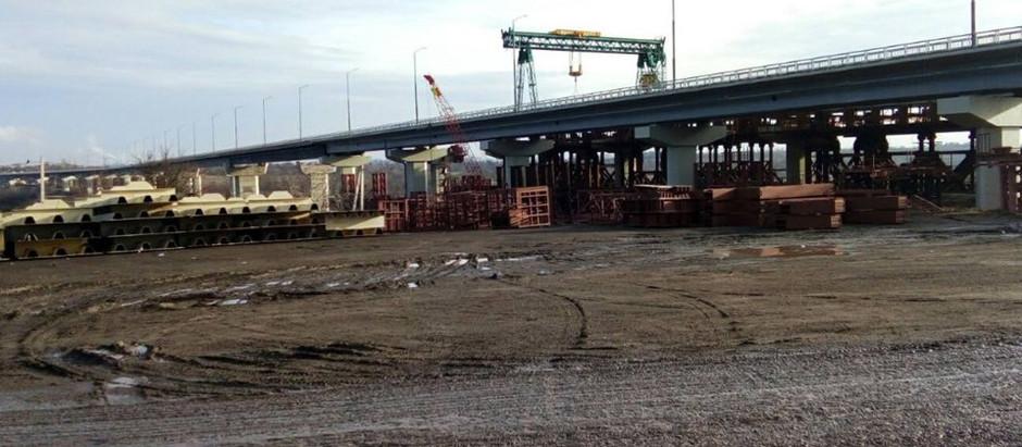 На балковому мосту через р. Старий Дніпро вже змонтовано майже півтисячі тонн металоконструкцій