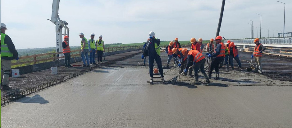 У Запоріжжі мостобудівники забетонували першу захватку на підході до балкового мосту