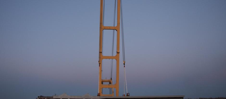 Запорізьким мостам - бути: мостобудівники змонтували першу секцію вантового мосту