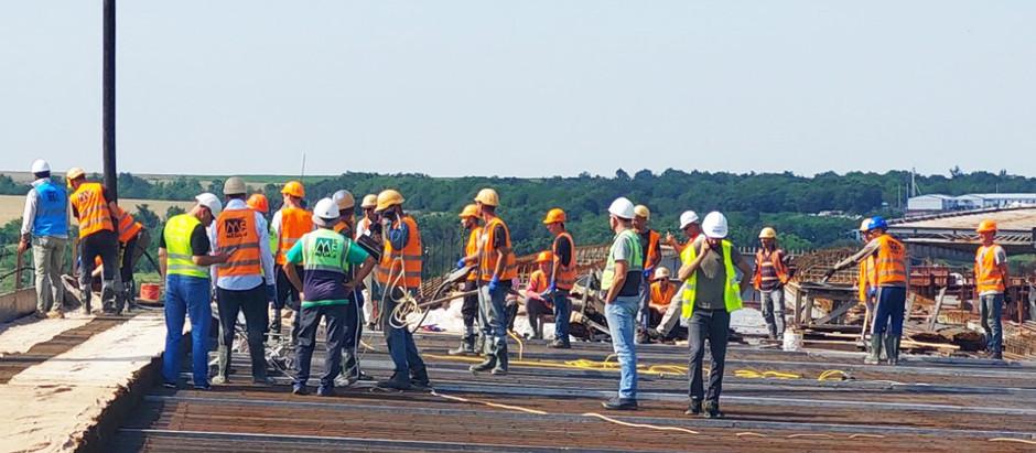 Мостобудівники завершили бетонування четвертої захватки підходу до балкового мосту