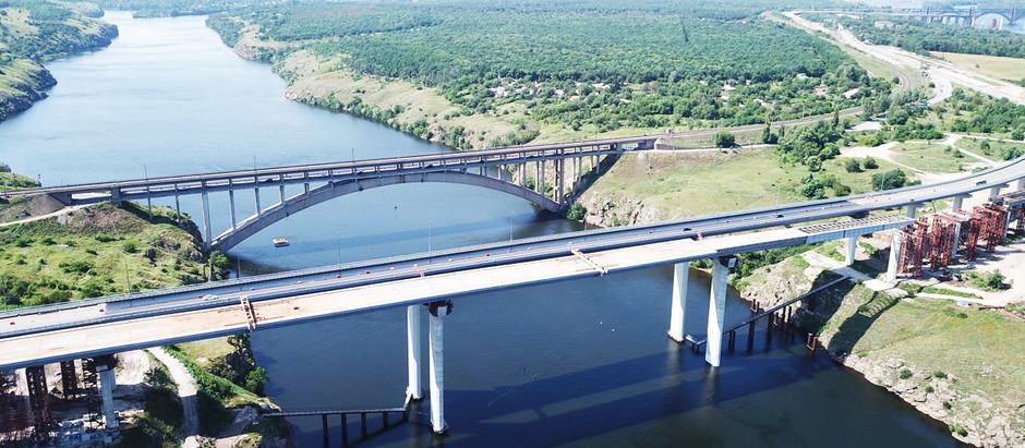 Мостобудівники завершили 4-й етап насування прогонової будови балкового мосту