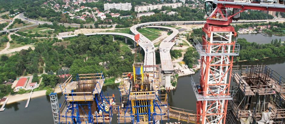 """У Запоріжжі мостобудівники розпочали роботи на найвищій точці """"Великого будівництва"""""""