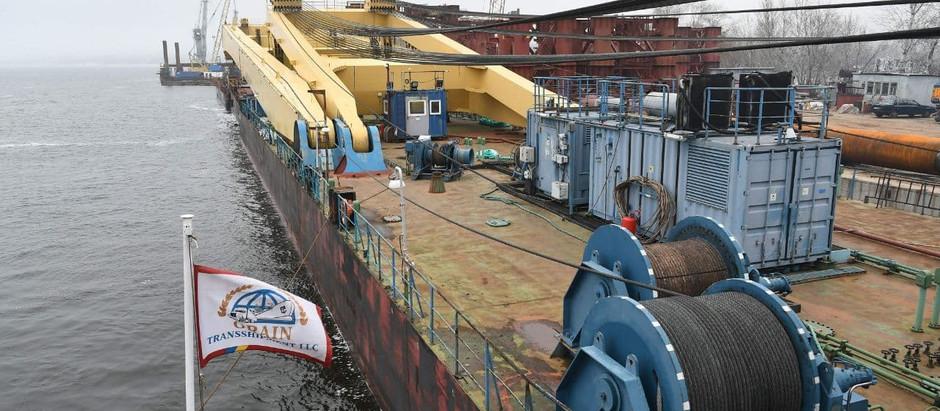 Найпотужніший у Європі плавучий кран прибув у Запоріжжя, щоб будувати мегаміст
