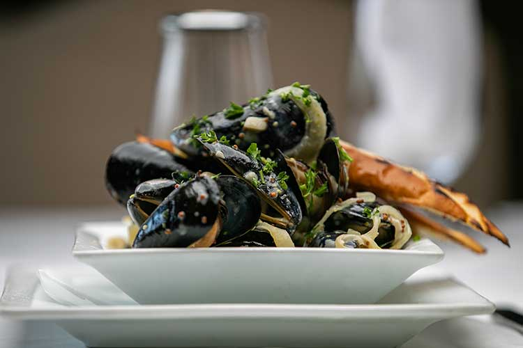 steamed-mussels-old-stone-farmhouse-st-t