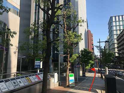 麹町駅4番出口を出てから左に