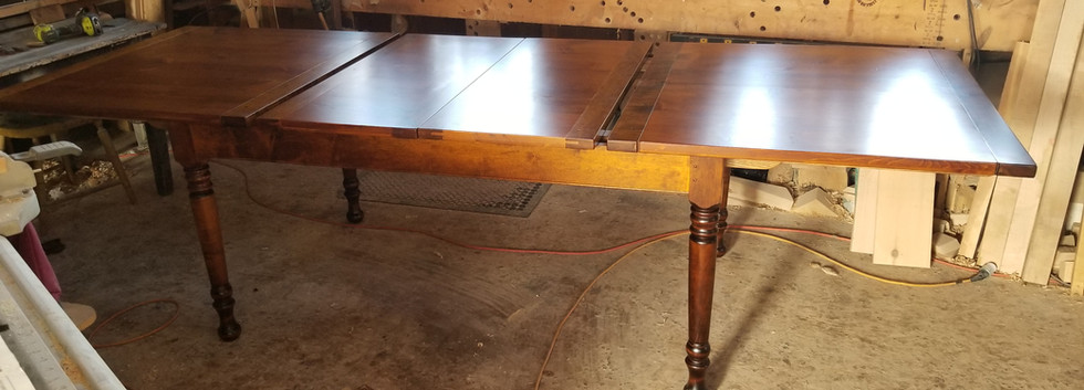 Center-Leaf Extension Table