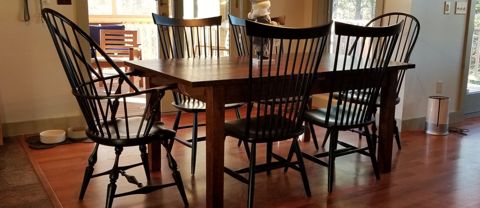 Centerleaf table with Windsor chairs