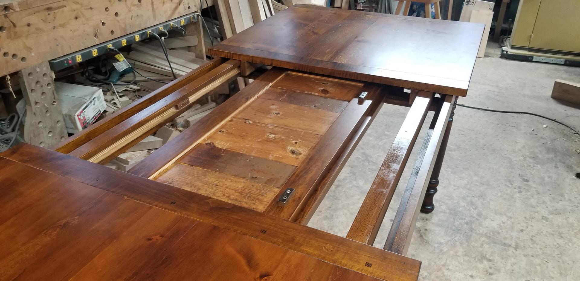 Center-Leaf Self Storing extension table